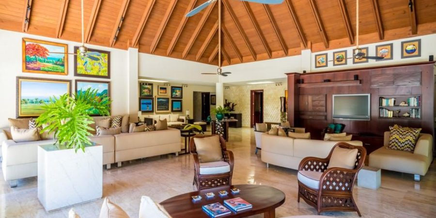 Sophisticated, Elegant and Spacious Villa!