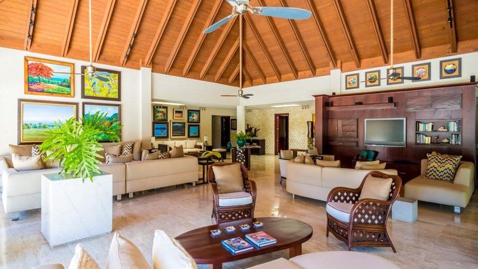 Sophisticated, Elegant and Spacious Villa!