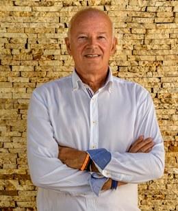 Jorge A Cascos casa de campo real estate agent